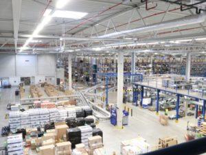 Lagerhalle auf E-Commerce Logistik ausgelegt - AKL, Kommissionierstrecke kurze Wege