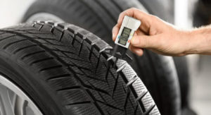 KFz Reifen Messung Reifenprofiltiefe
