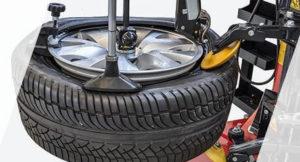 Reifen in der Reifenschwaschanlage Schäflein